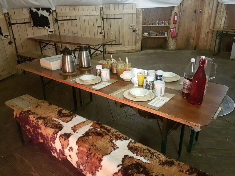 Petit déjeuner au Village Tipi
